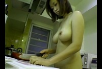 【主婦】橘実加(31)キッチンに裸で立って料理を振る舞う奥さん!デザートにはフェラサービス付き♪